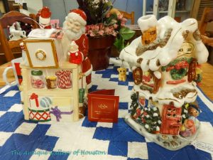 Christmas cookie jars like a Gingerbread house, Booth G9
