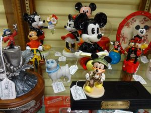 Mickey Mouse collectible figures, Showcases 47, 1311
