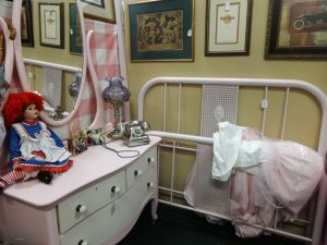 Antique vanity painted pink and white with white iron head and foot board, dealer F3b, 1306