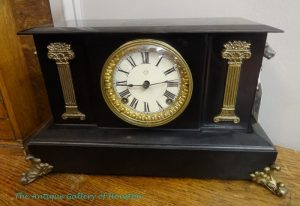 Vintage mantle clock in cast iron, gold trim work, Roman numerals