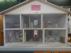 Wooden doll house with furnishings, Booth V1
