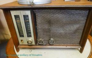 Vintage tabletop Zenith radio, audio media