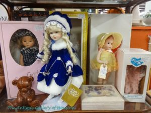 Madame Alexander miniature dolls, Booth U3