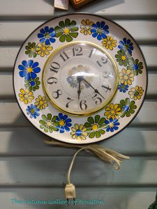 Vintage Electric walk clock, 70's green, yellow, and blue daisies