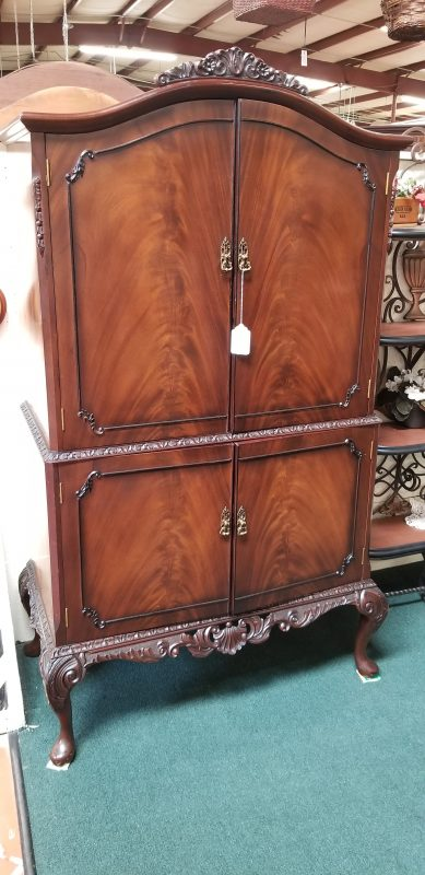 Beautiful 4-door cabinet
